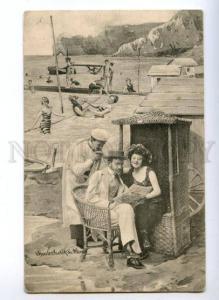 149790 BELLE in Swimwear & Gentleman Reading NEWSPAPER Vintage