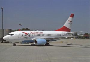 AUSTRIAN AIRLINES, Boeing 737-6Z9, at Vienna, unused Postcard