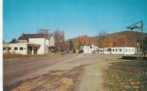 KINZUA , Pennsylvania , 1950-60s ; Middle of Town, Esso Gas