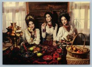 3 RUSSIAN WOMEN Beauty in Folk Dress drink Tea Samovar Ethnic Folk New Postcard