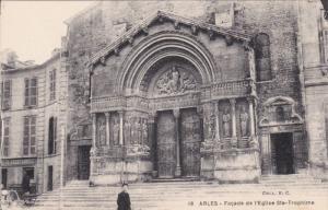 ARLES, Bouches-du-Rhone, France; Facade de l'eglise Ste-Trophime, 00-10s