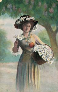Woman with Flower basket - Postcard 01.81