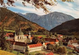 Benediktinerkloster Ettal gegen Krottenkopfgruppe Bayerische Alpen