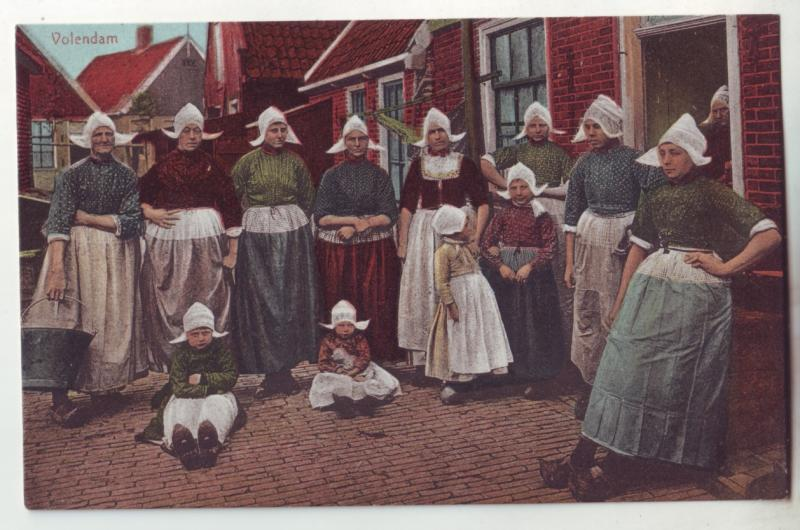 P984 old dutch netherlands card woman & young girls in old costumes dress