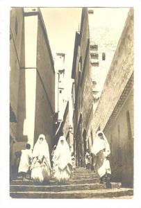 RP; ALGER, Arab women walking on street, 00-10s