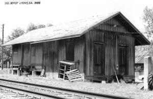 Lyons Georgia 1986 Seaboard Coast Line train depot real photo pc Z11676