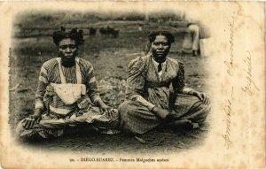 CPA Diego Suarez- Femmes Malgaches assises MADAGASCAR (909795)