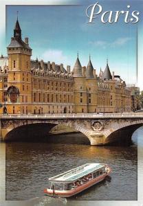 France Paris La Seine au Pont-au-Change et la Conciergerie Tour de l'Horloge