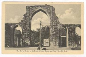 Row of arches of the Kuwat-ul-Islam Mosque & Iron Pillar, Old Delhi, India, 0...