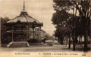 CPA La Drome Pittoresque - VALENCE - Le Champ de Mars - Le Kiosque (350247)
