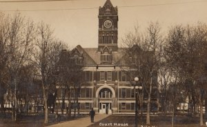 RP: IOLA , Kansas , 1913 ; Court House