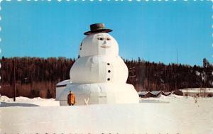 BEARDMORE ONTARIO CANADA  WORLDS LARGEST SNOWMAN POSTCARD 1960s