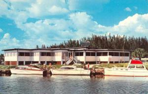 Venice Florida docked boats at Fisherman's Wharf restaurant vintage pc ZA440148