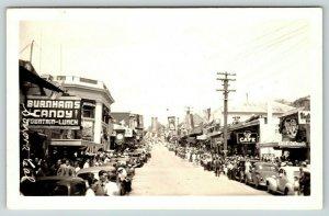Sonora California~Downtown Parade~Man on Roof~Burnhams Fountain Lunch~1939 RPPC