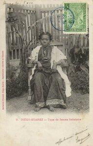 PC CPA MADAGASCAR, DIÉGO SUAREZ, TYPE DE FEMME SAKALAVE, Postcard (b13985)