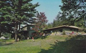Pine Lodge, Motel and Housekeeping Cottages on Mary Lake, Port Sydney, Muskok...