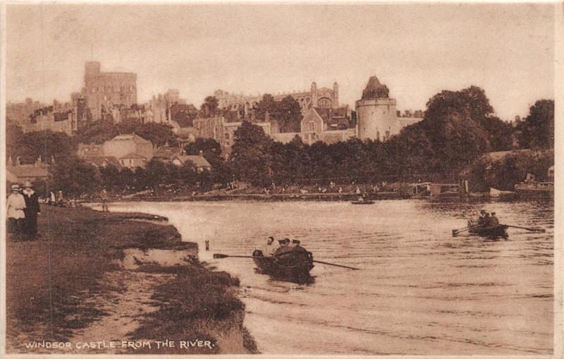 LONDON UK WINDSOR CASTLE~FROM THE RIVER THAMES~ROWING BOATS POSTCARD