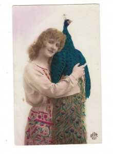 HI1032  ART DECO  BEAUTIFUL WOMAN HUGGING A PEACOCK