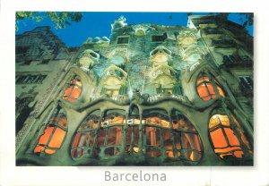 Carte postale SPAIN butterfly stamp franking Barcelona Antonio Gaudi building