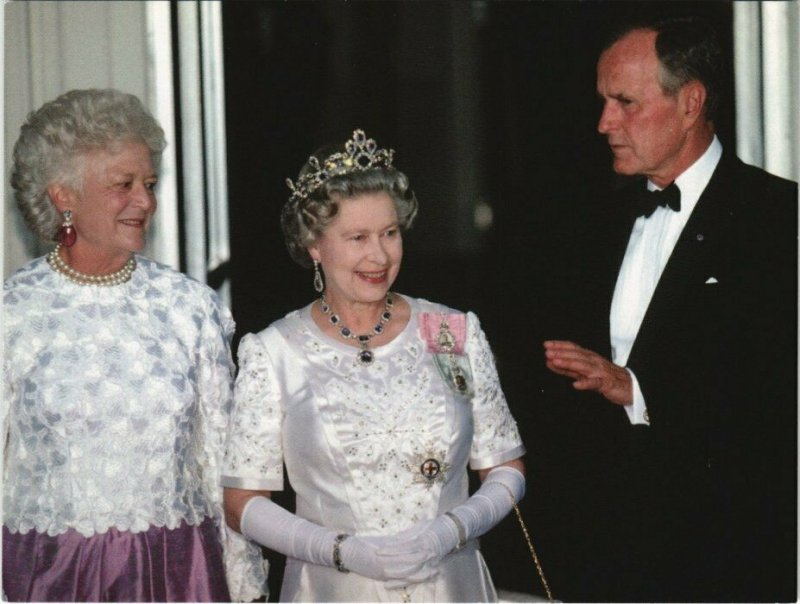 CPM AK Barbara Bush Queen and Pr. George Bush Snr. BRITISH ROYALTY (766572)