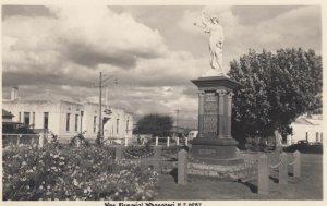 RP: WHANGAREI , New Zealand , 1930s ; War Memorial