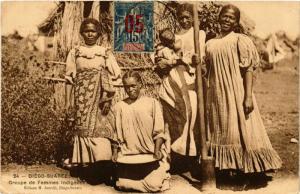 CPA DIEGO-SUAREZ Groupe de femmes indigenes MADAGASCAR (709653)