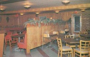 DELHI , Ontario, 1950-60s ; Arrowhead Motor Hotel , interior