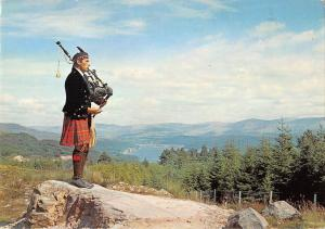 B102988 piper at loch garry inverness shire scotland types folklore costumes