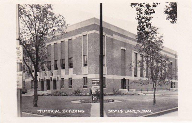 RP: DEVIL'S LAKE , North Dakota , 30-40s ; Memorial Building