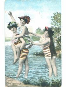 Pre-Linen Risque SEXY GIRL RIDES PIGGYBACK AT THE BEACH AB6103