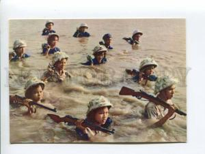 271695 VIETNAM HANOI soldier crossing river Hong old photo
