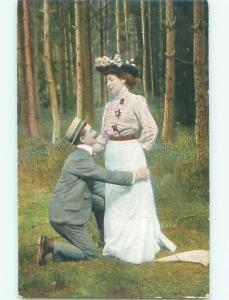 Divided-Back ROMANTIC COUPLE Great Postcard AA7580