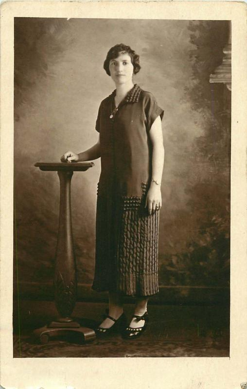 1925 REAL PHOTO POSTCARD RPPC WOMAN POSING WITH STYLISH DRESS & SHOES W/ BOWS