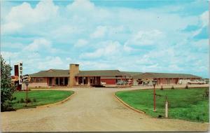 Holiday House Motel Saskatoon SK Saskatchewan Unused Vintage Postcard D70