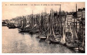 Boulogne sur Mer   les Bateaux de peche au quai Gambetta