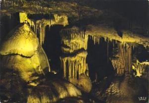 POSTAL 56849: En Quercy Les Grottes de Lacave (Lumiere noire) Les Trois Parques