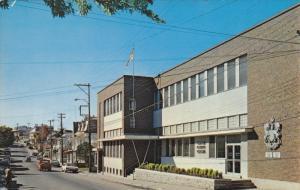 RIVIERE-DU-LOUP, Quebec, Canada; L 'edifice federal et la rue Lafontaine, 40-60s