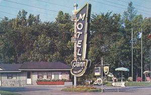 Jann Motel , 1 mile West of Quebec City , Quebec , Canada , 40-60s