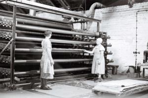 Finland Nostalgia Postcard 1930s Workers, Suojarvi Paperboard Mill, Karjala 43E