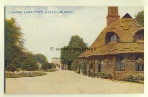 tp6761 - Suffolk - Lovely Thatched Cottage, BelleVue Park, Lowestoft -  Postcard
