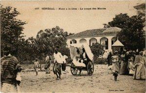 CPA AK SÉNÉGAL-157.-Noce a la Cote-Le coupé des Mariés (331078)