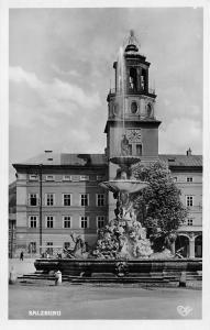 Salzburg Hof-od Residenzbrunnen mit Glockenspiel Fountain