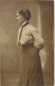 Early photo postcard anonymous people woman fashion coiffure dress mode