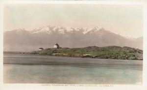 RP:VICTORIA , B.C. , Canada , 20-30s ; Trail Island LIGHTHOUSE