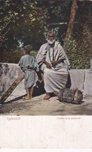 Tanger , Morocco , 00-10s ; L'arabe a la couleuvre