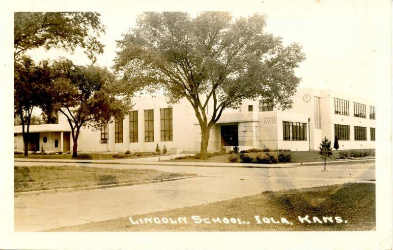 KS- Iola. Lincoln School - RPPC