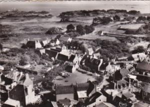 France Ile de Brehat Vue aerienne Plaace du Bourg Greve de l'Eglise 1958