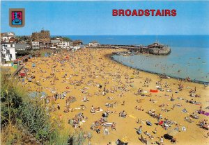 uk49409 beach and harbour broadstairs uk
