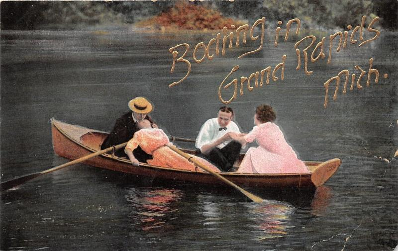 Grand Rapids Michigan~People in Wooden Row Boat~Couple Kissing~c1910 Postcard