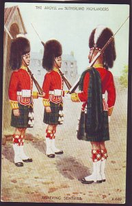 P1514 old unused postcard the argyll & sutherland highlanders relieving sentries